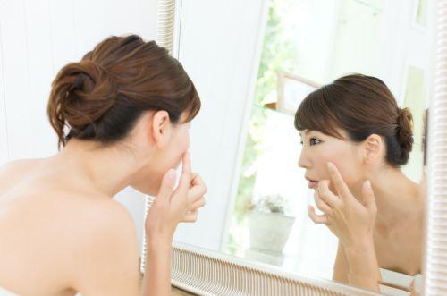 にきびの改善方法【胸・口・鼻・頬】部位別の原因と予防法とは?