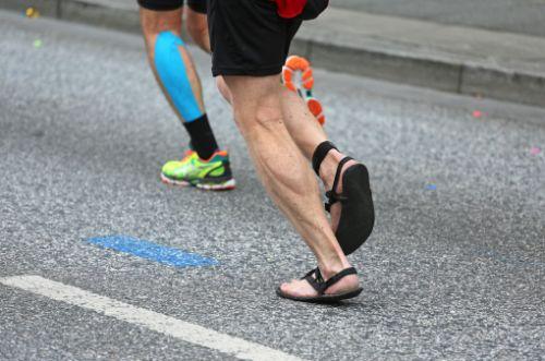ストレッチやテーピングは効果ある?アキレス腱炎の原因と治療