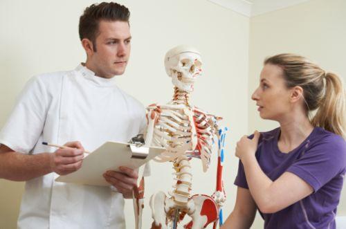 四十肩・五十肩の痛みの原因は?治療と予防法を知っておこう