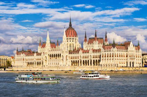 ブダペストのドナウ河岸とブダ城地区およびアンドラーシ通りの画像 p1_6
